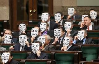Anonymous' Twitter war hits stumbling block